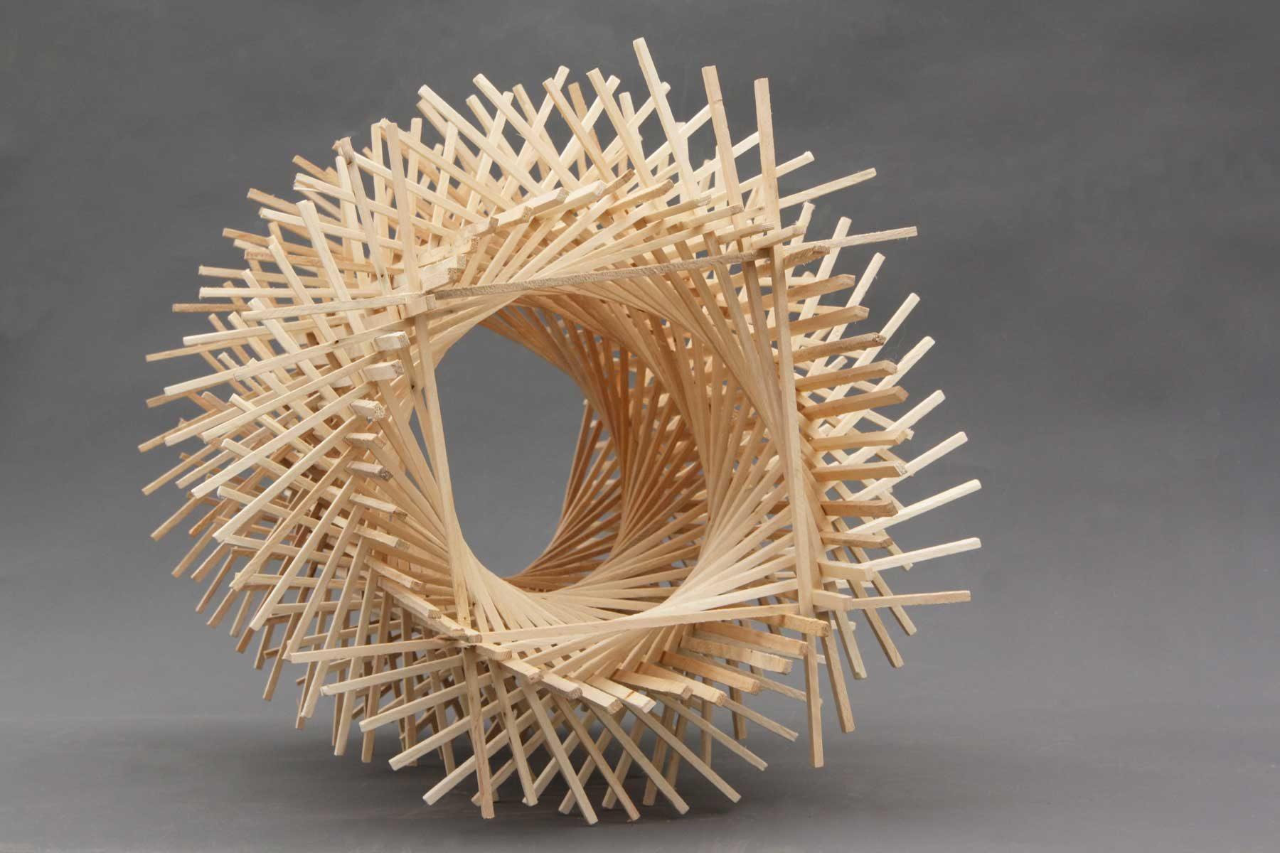 Holzobjekt von Johannes Hofbauer Verbindung